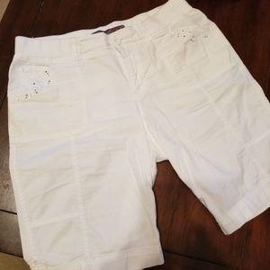 Gloria Vanderbilt - white Bermuda shorts
